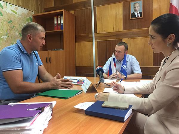 Константин Бахарев провел прием граждан и посетил объекты ФЦП в Симферополе