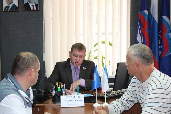 Владимир Еремин провёл прием граждан в Нижнегорском районе