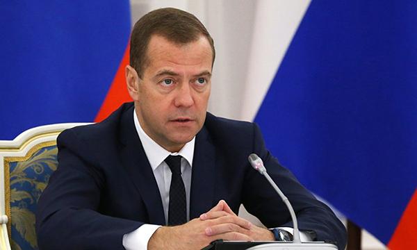 Медведев внес изменения в правила дорожного движения