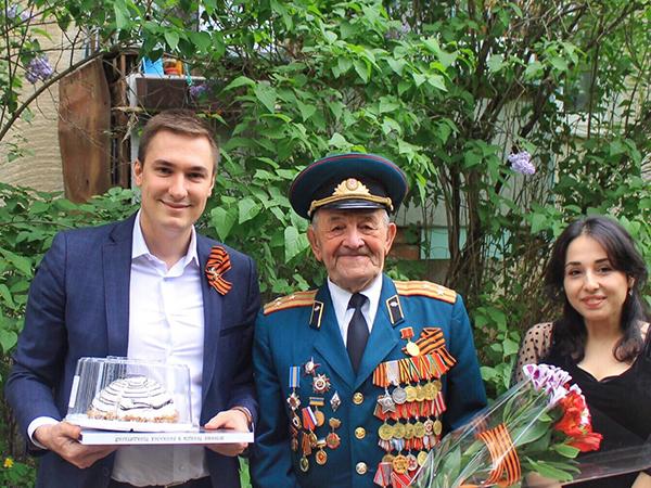 Крымские молодогвардейцы поздравили ветеранов